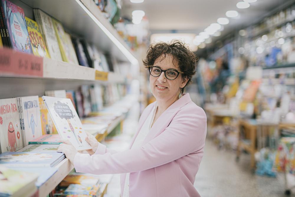 La Camara Roja-Educania Libreria. Retrato de Ana